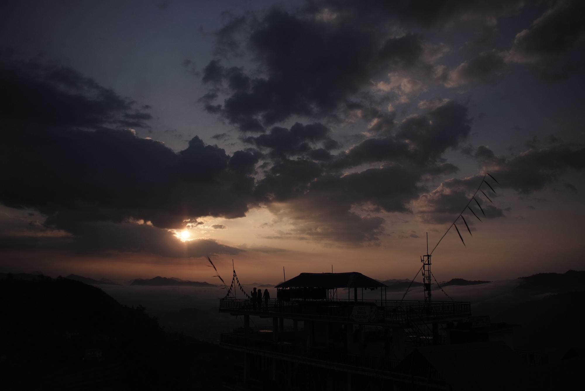 スピリチュアルあまら 浄化に関する新発見 寿命、健康、美容の波動が上がる 夜明けの朝 ネパール ポカラ サランコット